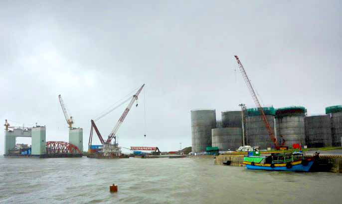 Myanmar invites bid for 30 offshore oil, gas blocks - A file photo of oil tanks at a site operated by China National Petroleum Corporation at an offshore block of Madae Island near the town of Kyauk Phyu of Rakhine State, Western Myanmar. | photo : afp
