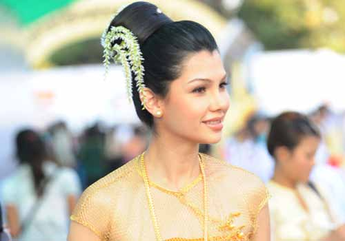 Actress and model, Thandar Hlaing, attends the Myanmar Academy Awards 2011 in Nay Pyi Daw. | photo: mmtimes.com