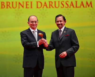 BRUNEI'S SULTAN HASSANAL BOLKIAH HANDS OVER THE ASEAN GAVEL TO MYANMAR PRESIDENT THEIN SEIN AS THE NEXT CHAIRMAN OF THE ASEAN SUMMIT DURING THE CLOSING CEREMONY OF THE 23RD ASEAN SUMMIT IN BANDAR SERI