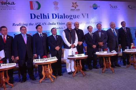 EXTERNAL AFFAIRS MINISTER, H.E. MR. SALMAN KHURSHID, WITH DELEGATES AT DELHI DIALOGUE VI IN NEW DELHI