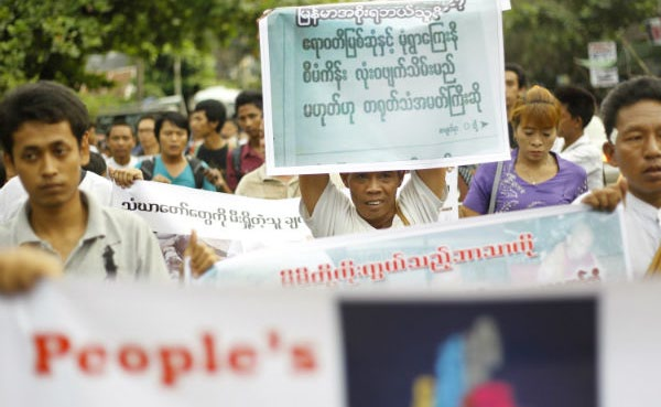 Demonstrators hold posters during a peaceful protest against the Latbadaung Mountain Copper Mine project, in Ynagon Dec 2, 2012 | Photo: Reuters