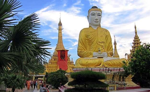 SHWEZIGON PAYA NEAR BAGAN, MYANMAR