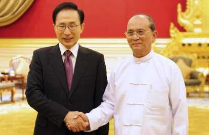 SOUTH KOREAN PRESIDENT LEE MYUNG-BAK SHAKES HANDS WITH HIS MYANMAR COUNTERPART THEIN SEIN
