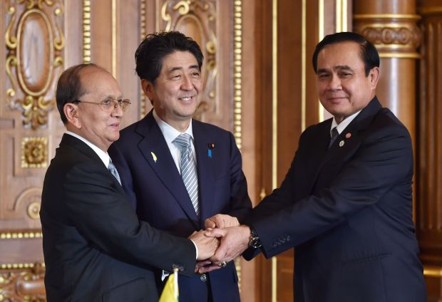 Japan's Prime Minister Shinzo Abe (C) shakes hands with Myanmar's President Thein Sein (L) and Thailand's Prime Minister Prayut Chan-O-Cha (R)