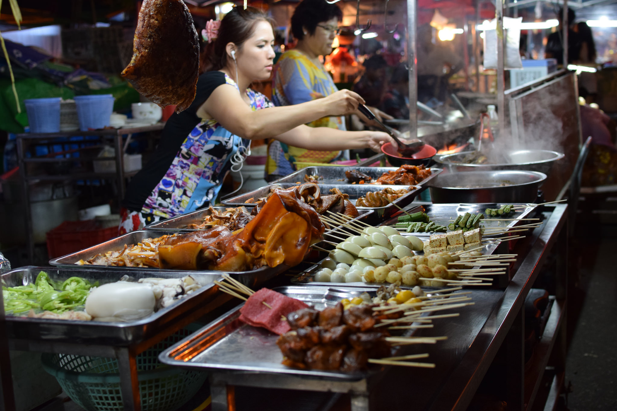 Skewered meat for sale at the Anawrahta Road Night Market. Pic: Cho Shane/flickr