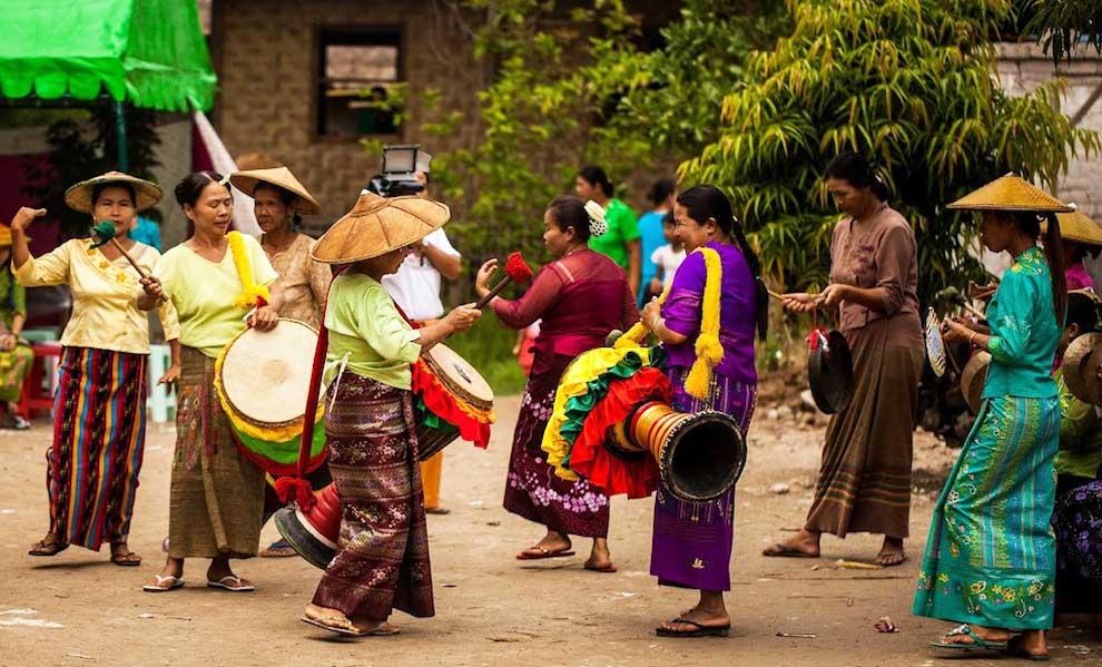 990-trekking-dancing-Myanmar